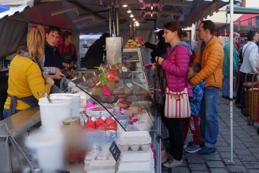 Evreux market © V. Joannon Normandy Tourist Board (1).JPG