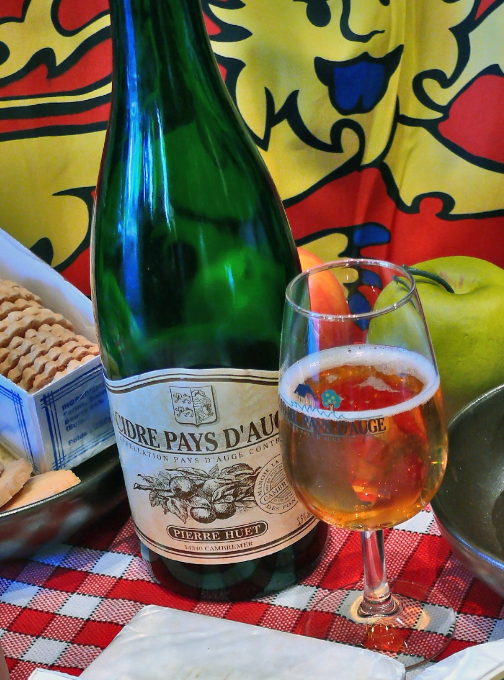calvados-fromage02-produits-gastronomie3-bouteille-calvados-tourisme-libre-e1537284702461.jpg