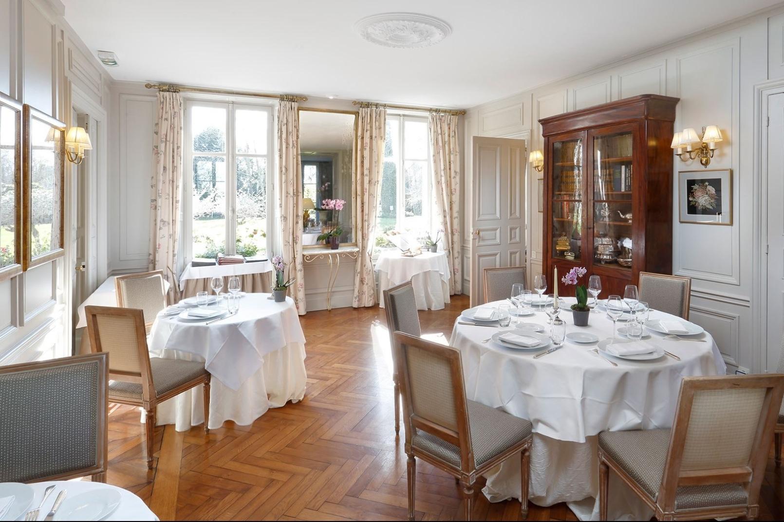 lacheneviere-restaurant-1-1-e1556186778359.jpg